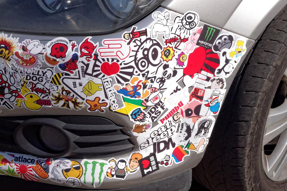 Aufkleber auf dem Auto - Tipps zur Aufkleber-Gestaltung
