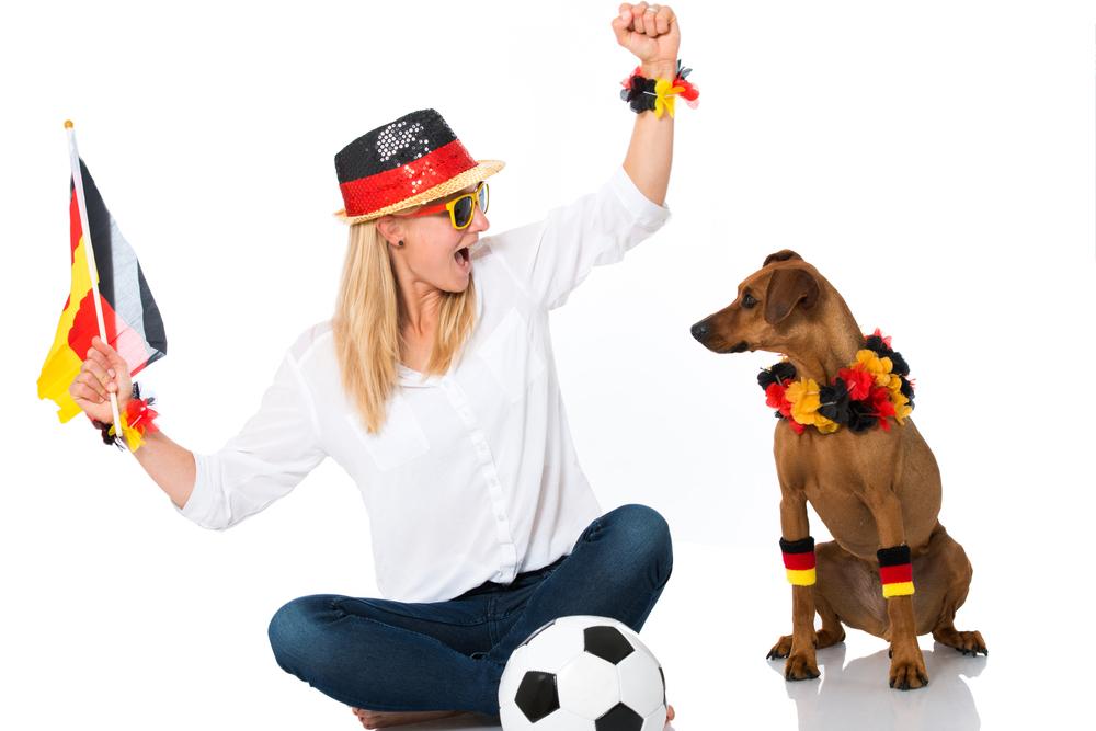 Deutschland-Fan mit Hund - Fußball Europameisterschaft